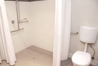 B&B Farmstays   Retreat Design   Disabled Access Bathroom2web